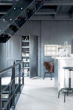 Old weigh house for butter in Joure Photographer: Dennis Brandsma | Stylist: Fietje Bruijn #binnenkijken #vtwonen #kitchen #grey