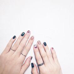玻璃貼紙搭配霧面 ✨ _ 即時線上預約 快加入LINE@ LINE: @nailnail2006 https://line.me/R/ti/p/%40nailnail2006 _ 更多時髦美甲圖  @we_lovenail  _ #welovenailnail#nailart#gel#manicure#pedicure#glassnail#green#boho#line#yellow#glasses#gray#white#rings#boho#green#seoulfashionweek#flow#ring#Taiwan#nailpolish#nailstagram#フレンチジェル#ジェルオフ#クリスタルクリアネイル#광선요법#손톱#유지#지연#クリスタルラメネイル#クリスタルフレンチネイリル