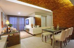 Salas integradas com parede espelhada - Nejaim & Azevedo Arquitetura