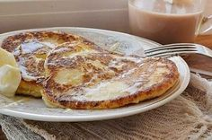 Composition: cottage cheese - 1 pack g), banana - 1 PC. Cheese put in a bowl, mash with a fork. Banana finely chop (or g Ricotta, Blancmange, Cottage Cheese Pancakes, Diet Recipes, Cooking Recipes, How To Make Pancakes, Romanian Food, Banana Pancakes, Tray Bakes