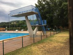 APT (84 - Vaucluse, France) - Piscine de Viton - Les plongeoirs (Photo prise le 16/07/2018 par Daniel C., Officiel national de Plongeon à la Fédération Française de Natation). Apt 84, France 1, Officiel, Platforms, Photos, Swimming, Cake Smash Pictures