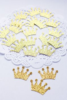 Gold Crown Confetti, Glitter Cardstock Confetti by AthenasCraftRoom on Etsy #PrincessCrown #BabyCrown #BirthdayCrown #DieCuts #gold #glitterconfetti