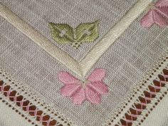 Discover thousands of images about Dolci e Ricami: Regalo di Natale . Types Of Embroidery, Learn Embroidery, Hand Embroidery Patterns, Hardanger Embroidery, Cross Stitch Embroidery, Cross Stitch Patterns, Drawn Thread, Thread Work, Satin Stitch