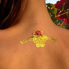 Temporary tattoos made with 24 karat gold - Roses DeLafée's presents temporary gold tattoos made with 24 karat gold. DeLafée's jewelry caresses your skin with eye-catching shine. This extremely thin gold jewelry will harmoniously follow all the movements and natural contours of your skin.