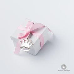 Μπομπονιέρα Βάπτισης Χάρτινο Κουτάκι με Μεταλλικό Μπρελόκ Κορώνα Container, Gift Wrapping, Gifts, Gift Wrapping Paper, Presents, Wrapping Gifts, Gift Packaging, Gifs, Canisters