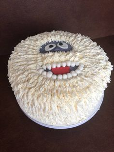 Bumble the abominable snowman cake! Holiday Cakes, Holiday Desserts, Holiday Baking, Holiday Treats, Christmas Cupcakes, Christmas Sweets, Christmas Cooking, Cake Decorating Tips, Cookie Decorating