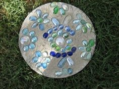 DIY Stepping Stones by louella...(I have made these too)