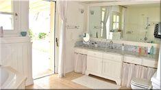 vidéki romantikus fürdőszoba (Luxuslakások, házak 6) Double Vanity, Bathroom, Diy, Vintage, Washroom, Bricolage, Full Bath, Do It Yourself, Vintage Comics