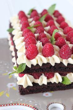 Saftiger Schokoladenkuchen mit Himbeeren und Buttercreme