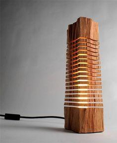 Lampadaire LED design en bois
