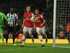 Koscielny celebrates after scoring the 1st goal for Arsenal