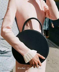 Handbags & Wallets - Handbags Wallets - Mansur Gavriel circle bag - How should we combine handbags and wallets? - How should we combine handbags and wallets? Look Fashion, Fashion Bags, Fashion Accessories, Fashion Handbags, Dior, Use E Abuse, Round Bag, Vintage Bags, Party Looks
