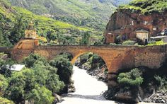 Huancavelica: entre iglesias y valles, Izcuchaca. Peru According to legend, Incan ruler Huáscar defended this bridge against his brother (and opponent) Atahualpa during the Inca Civil War.