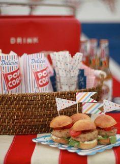 Cupcakeflaggor - Prickiga/Randiga | Leila Lindholm Picnic, Cookie, Breakfast, Inspiration, Food, Morning Coffee, Biblical Inspiration, Biscuit, Essen