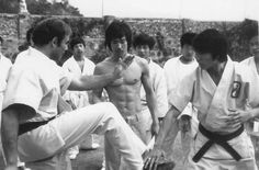 Bruce going through fight scenes on Enter the dragon Martial Arts Movies, Martial Artists, Action Icon, Bruce Lee Martial Arts, Bruce Lee Photos, Jeet Kune Do, Art Of Fighting, Romantic Comedy Movies, Enter The Dragon