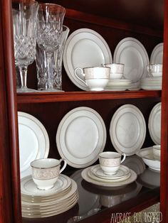 Charmant How To Arrange A China Cabinet. Tips From Average But Inspired.