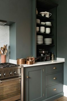 Interior Design Kitchen Hunter green kitchen garners a myriad of adjectives from classic, welcoming, warm, cozy, to luxe! - This year is all about refreshing your cooking space. Green Kitchen, Kitchen Colors, New Kitchen, Kitchen Decor, Kitchen Ideas, Decorating Kitchen, Copper Kitchen, Kitchen Corner, Rustic Kitchen