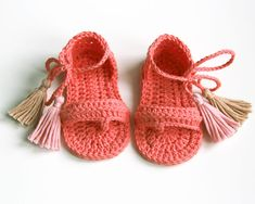 HAZEL Coral/peach boho baby girl sandals with pink and beige tassels Made to order in sizes: months months months YARN: cotton Made in EU Oeko-Tex® certificate CARE: Handwashing and air drying recommended. Baby Girl Sandals, Crochet Baby Sandals, Crochet Shoes, Baby Girl Shoes, Baby Boy, Baby Girl Accessories, Baby Slippers, Knitting Accessories, Baby Knitting