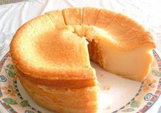 A Receita de Bolo Mole de Leite Condensado (Bolo Baeta) é deliciosa e fácil de fazer. Típica do Nordeste, a receita de bolo baeta tem de tudo para conquist Mole, Food Cakes, Trifle, Cheesecakes, Yummy Treats, Yummy Food, Cupcakes, Portuguese Recipes, Sweet Cakes