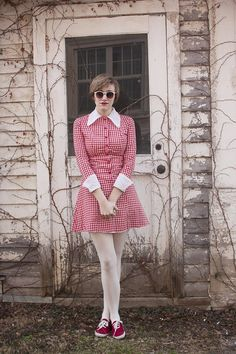 This cute and casual gingham look makes us want to go on a lakeside picnic!