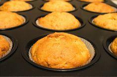Апельсиновые маффины с низким содержанием сахара Апельсиновые маффины с низким содержанием сахара - рецепт, который понравится тем, кто хочет похудеть и предпочитает питание с минимальным количеством сахара. На порцию маффинов надо будет взять всего 50 граммов сахарного песка. http://citrus-site.ru/publ/apelsinovye_maffiny_so_slivochnym_syrom/15-1-0-721
