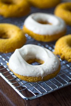 Pumpkin Donuts with Maple Cream Cheese Frosting: Pumpkin Donuts with Maple Cream Cheese Frosting