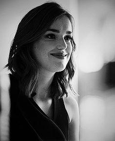 Elizabeth Henstridge || 245px × 300px || #cast