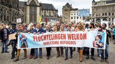 Amsterdam stelt vanaf vrijdag gemeentepanden beschikbaar voor de opvang van vluchtelingen. Nadat de hoofdstad woensdag de eerste groep van 111 ...
