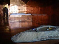 """Museum Hotel Atelier sul Mare (Sicilia, Italia)  Este artístico hotel-museo cuenta con una serie de habitaciones diseñadas por una larga lista de artistas italianos bastante conocidos.    Las habitaciones tienen nombres tan peculiares como """"la boca de la verdad"""", """"la torre de Segismundo"""" o """"navegando en un barco de papel"""". Y sí, el énfasis está en la palabra arte."""