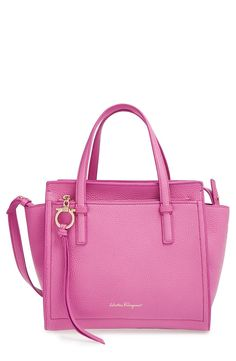 Crushing on this cute pink tote that is perfect for sunny days.