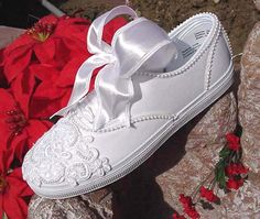 Wedding Tennies and Formal Shoes — Comfortable Tennis Shoes - Fashion Shoes Ideen Wedding Tennis Shoes, Wedding Sneakers, Vans Sneakers, Sneakers Fashion, High Heel Pumps, Formal Shoes, Casual Shoes, Best Bridal Shoes