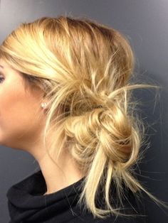 Cette semaine copiez le chignon bas côté façon bohème de Marlène ! #Inspicoiffure