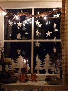 Christmas window decor ▷ 50 great ideas to decorate your windows! - Christmas window decor ▷ 50 great ideas to decorate your windows! Rustic Christmas, Simple Christmas, Christmas Crafts, Modern Christmas, Scandinavian Christmas, Homemade Christmas, Christmas Window Decorations, Christmas Lights, Mirror Decorations