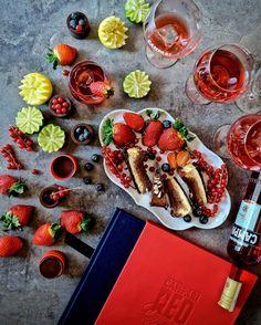 RedDiaries Una tarde perfecta disfrutando de unos cocktails #Campari y viendo Killer in Red el cortometraje protagonizado por Clive Owen y dirigido por Sorrentino (lo tienes en el link de mi Bio). Descubre tú también el sabor inesperado de @campari_spain @campariofficial con los mejores bartenders del mundo en el Red Diaries Book.