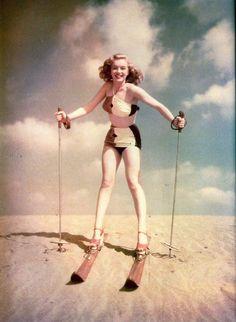 Marilyn Monroe – Norma Jeane – skiing down sand dunes …. Young Marilyn Monroe, Marylin Monroe, Brigitte Bardot, Ski Bunnies, Greta, Vintage Ski, Vintage Prints, Vintage Style, Vintage Fashion