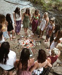 Looks Hippie, Hippie Love, 70s Hippie, 70s Aesthetic, Witch Aesthetic, Woodstock, Kombi Hippie, Hippie Lifestyle, Estilo Hippie