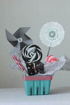 Commona-my house: Whirly Pop Centerpiece and Pinwheel Tutorial