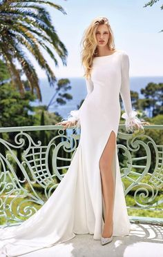 For the bride and groom, are you looking for a simple but sexy wedding gown? You must see this Split Wedding Dresses Ideas. Wear a separate skirt dress on your wedding day, giving you an elegan… Mermaid Wedding Dress With Sleeves, Slit Wedding Dress, Sexy Wedding Dresses, Designer Wedding Dresses, Wedding Attire, Bridal Dresses, Wedding Gowns, Dresses With Sleeves, 2017 Wedding
