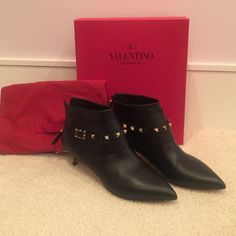 Valentino rock stud booties! Authentic Valentino black rock stud booties! Size 40! Brand new- never worn. Retail 1400. Valentino Shoes Ankle Boots & Booties