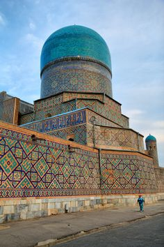 Far East or Dhazantar? Persian Architecture, Beautiful Architecture, Beautiful Buildings, Art And Architecture, Beautiful Mosques, Beautiful Places, Old Building, Central Asia, Islamic Art