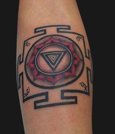 Kali Tattoo, Mantra Tattoo, Ganesh Tattoo, Inca Tattoo, Kali Yantra, Chakra Tattoo, Tattoos For Guys, Cool Tattoos, Tatoos