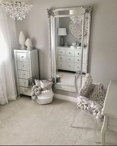 Traumzimmer 50 beautiful bedroom mirror ideas can improve your bedroom Your Own Home Interior Ideas Bedroom Sets, Home Decor Bedroom, Bedroom Mirrors, Mirrored Bedroom Furniture, Design Bedroom, Silver Bedroom Decor, King Furniture, Spare Bedroom Ideas, Bedroom Inspo Grey
