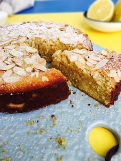 Low Carb lemon cake - gluten-free and sugar-free recipe Sugar Free Recipes, Almond Recipes, Fodmap, Lchf, Gluten Free Cakes, Cake Servings, Free Food, Food And Drink, Cooking Recipes
