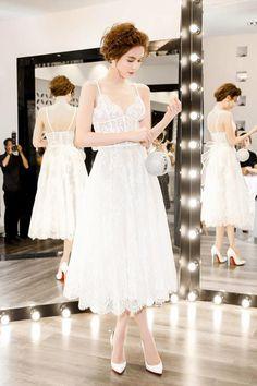 Ngọc Trinh thu hút sự chú ý khi diện váy hai dây xuyên thấu, khoe vẻ đẹp mong manh tựa nàng công chúa khi đi sự kiện.