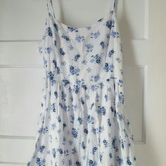 Forever 21 Floral Mini Dress Forever 21 Floral Mini Dress with adjustable straps. Side hidden zipper. Gently worn. Very short. Nothing wrong with the dress. Forever 21 Dresses Mini