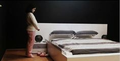 This bed is equipped with a device that automatically straighten the bedding.
