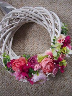 Diy Wreath, Door Wreaths, Easter Wreaths, Christmas Wreaths, Flower Arrangements Simple, Spring Flowers, Garland, Diy And Crafts, Floral Design