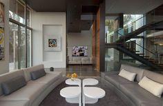 decoracao-sala-de-estar-em-pe-direito-duplo-casa-em-beverly-hills-por-whipple-russell-arquitetos