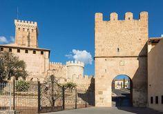 Universitat de València Valencia, Notre Dame, Mansions, House Styles, Building, Travel, Viajes, Manor Houses, Villas