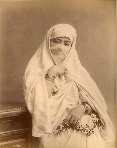 Woman of Algiers circa 1880  Jeune femme voilée à Alger Algérie